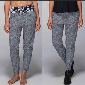 Lululemon DEPARTURE PANT/6/PLUSH PETAL BLACK GHOST